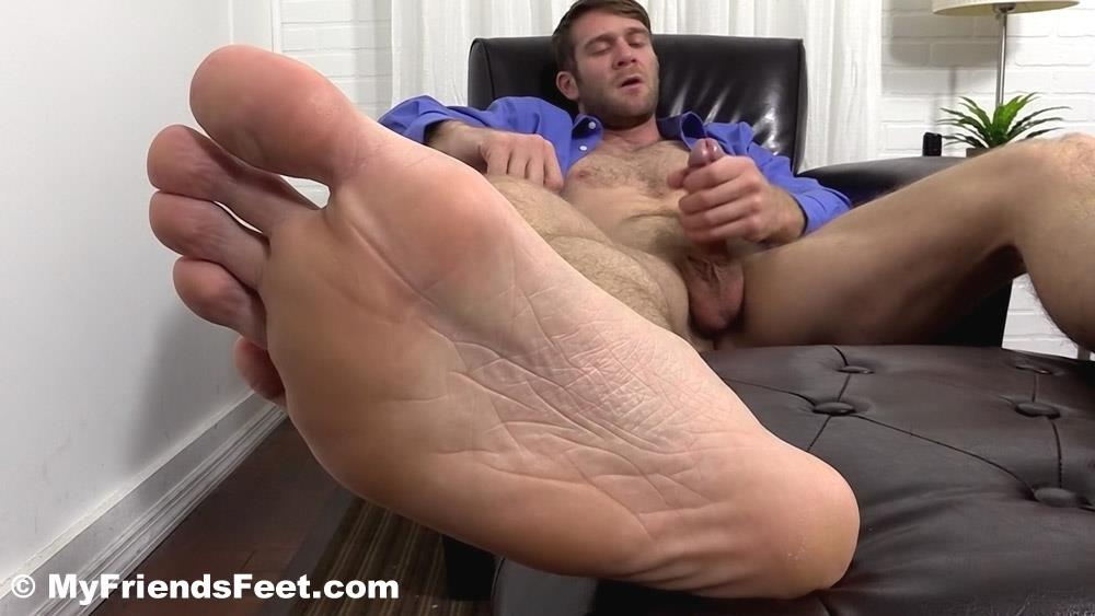 Hunter nude his feet while jerking off