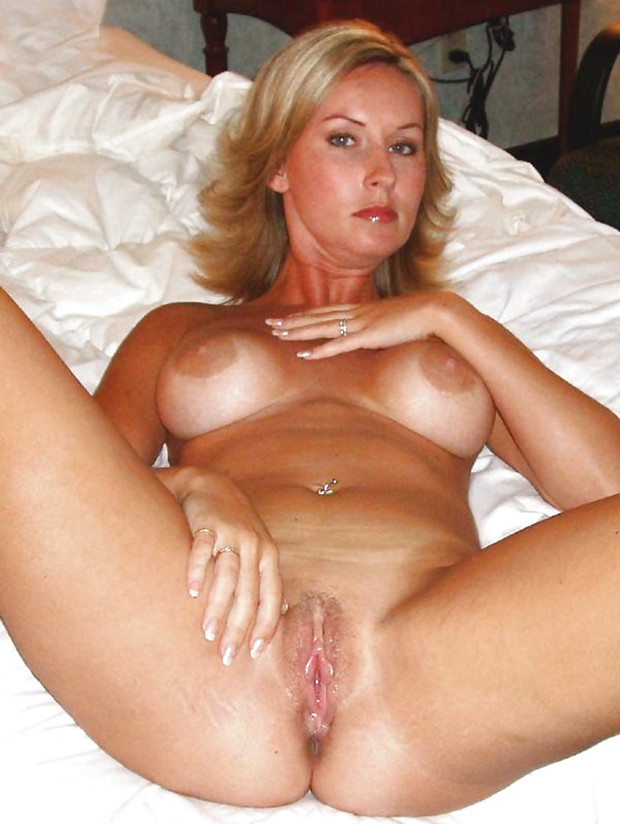 Bigass glamour mature nailed hard on couch