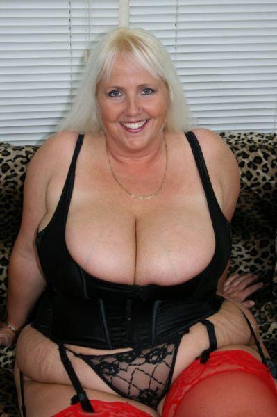 Free nude naturally hot women