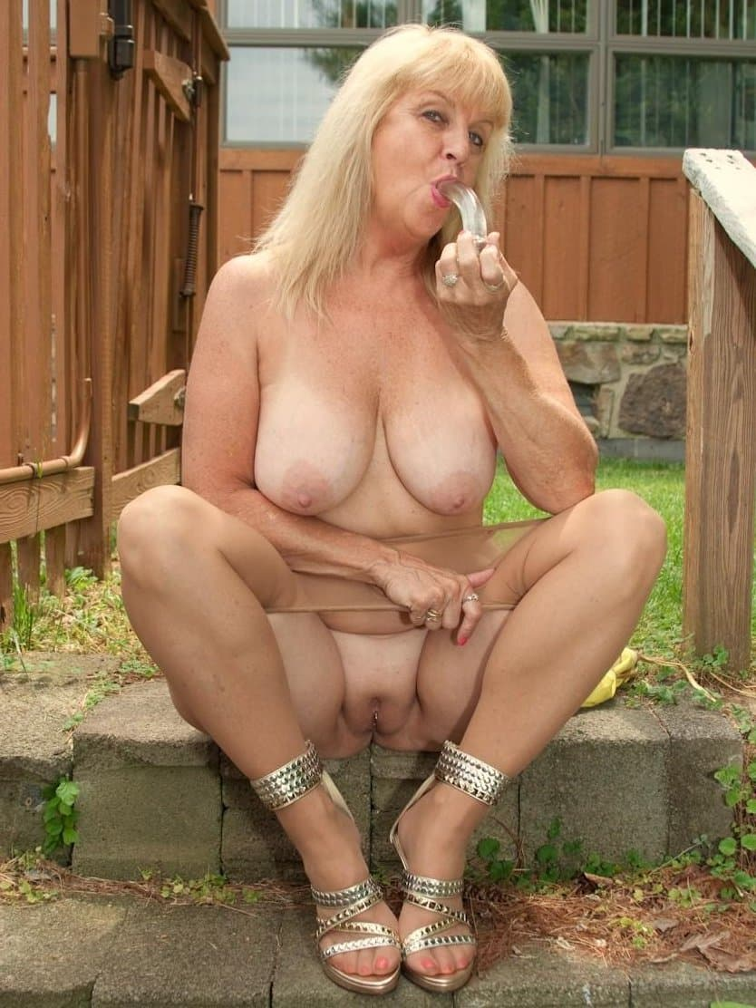 Mature nudist photo woman