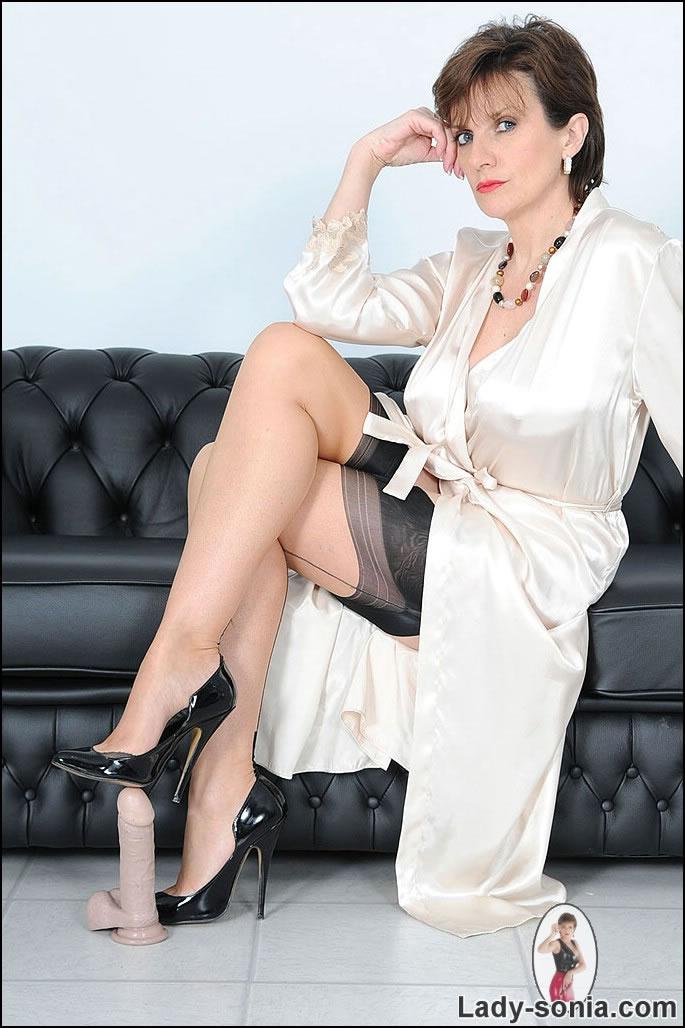 Nobel P. reccomend Lady sonia heel in cock