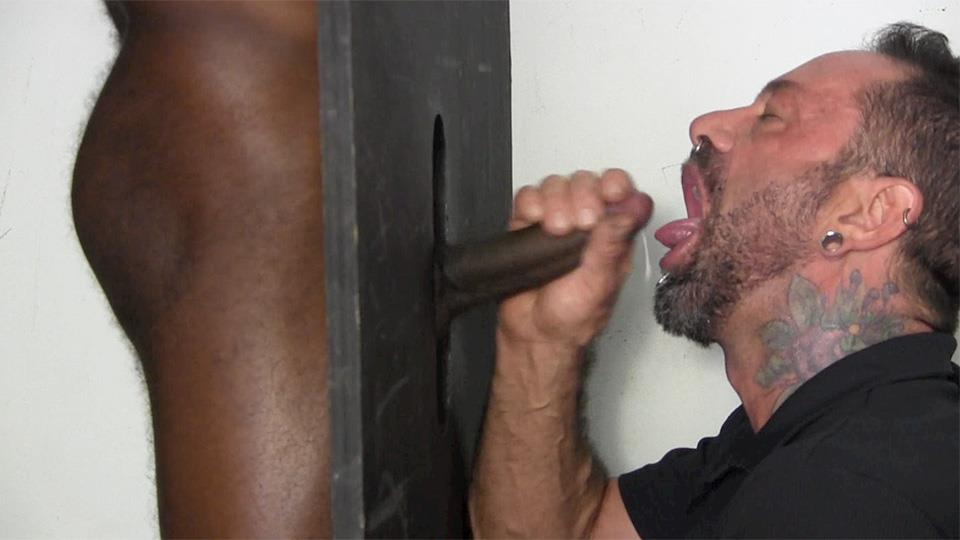 Straighty gets off at gay gloryhole