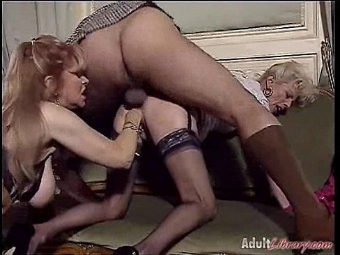 Anal sex with raven