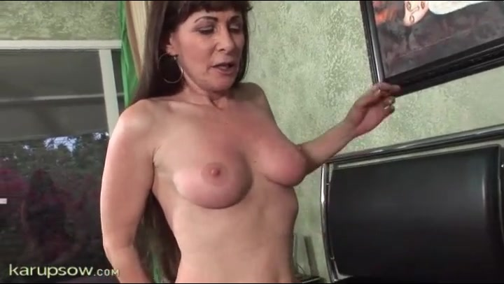 Mature pussy sex video