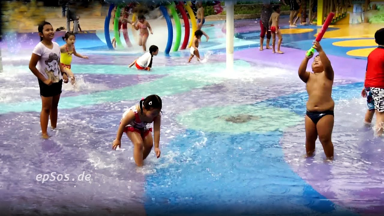 waterpark woman masterbates at